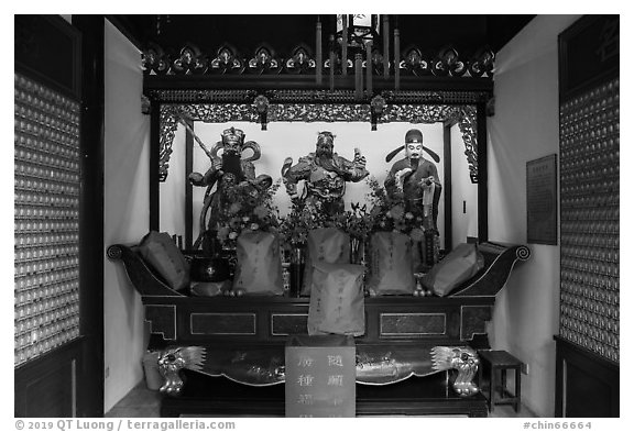 Altar, Dajing Taoist temple. Shanghai, China (black and white)