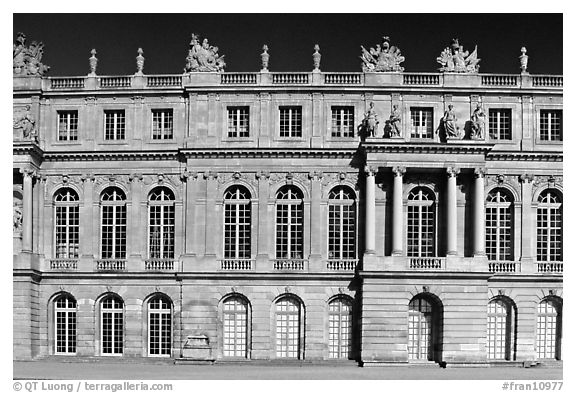 Frontal view of the Palais de Versailles, late afternoon. France (black and white)