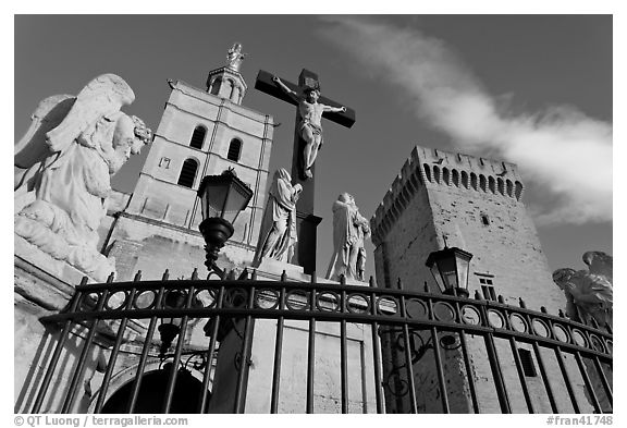 Crucifix in front of Notre-Dame-des-Doms Cathedral. Avignon, Provence, France (black and white)