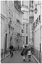 Narrow street. Paris, France ( black and white)