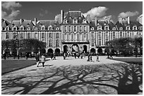 Place des Vosges, Le Marais. Paris, France ( black and white)