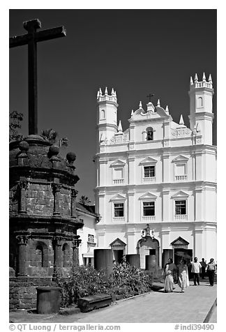 Cross and church of St Francis of Assisi, Old Goa. Goa, India (black and white)