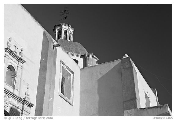 Walls and dome of San Roque church, early morning. Guanajuato, Mexico
