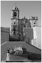 Girls in front of La Valenciana church, late afternoon. Guanajuato, Mexico (black and white)