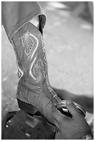 Mexican boot being polished. Guanajuato, Mexico (black and white)