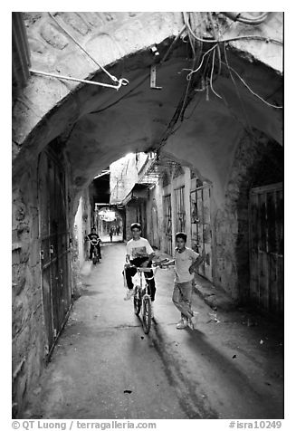 Two children under an archway, Hebron. West Bank, Occupied Territories (Israel) (black and white)