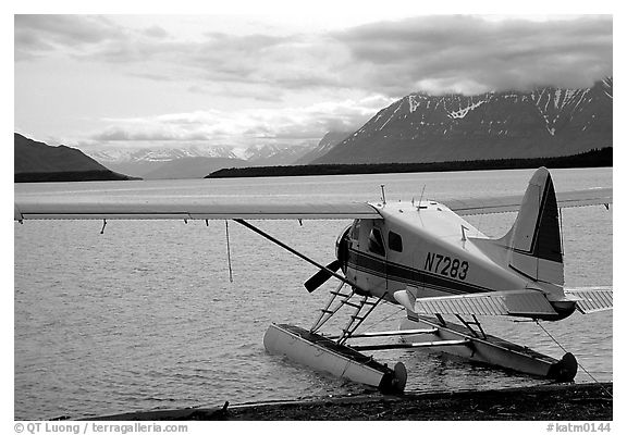 Floatplane in Naknek lake. Katmai National Park, Alaska, USA.