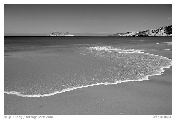 Beach, Cuyler Harbor, mid-day, San Miguel Island. Channel Islands National Park (black and white)