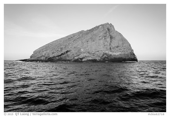 Sutil Island. Channel Islands National Park (black and white)
