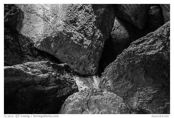 Jumble of rocks in talus cave. Pinnacles National Park (black and white)
