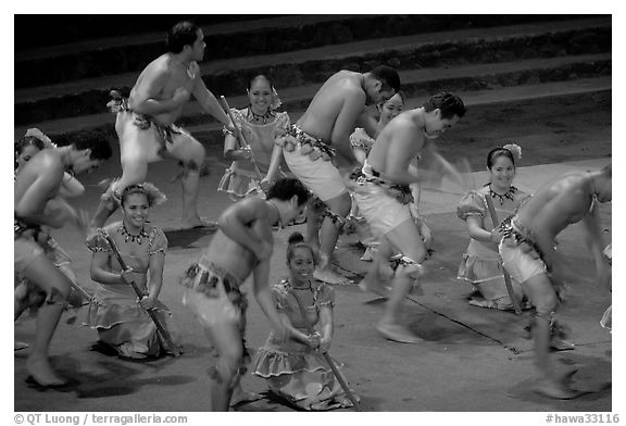 Dance performed by Samoa islanders. Polynesian Cultural Center, Oahu island, Hawaii, USA