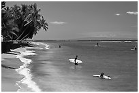 Beach and surfers. Lahaina, Maui, Hawaii, USA (black and white)