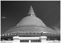 Phra Pathom Chedi. Nakhon Pathom, Thailand ( black and white)