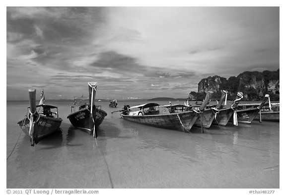 Long tail boats on beach, Hat Rai Leh West. Krabi Province, Thailand (black and white)