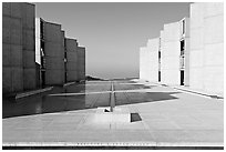Theodore Gildred court, Salk Institute, mid-morning. La Jolla, San Diego, California, USA ( black and white)