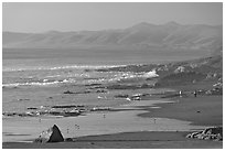Cayucos State Beach, late afternoon. Morro Bay, USA ( black and white)