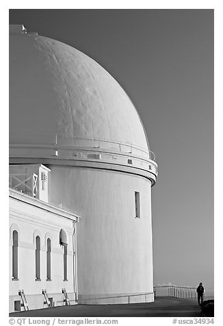 Dome housing the refractive telescope, Lick obervatory. San Jose, California, USA