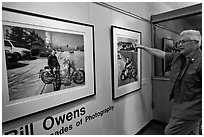 Bill Owens commenting on his photographs, PhotoCentral gallery, Hayward. California, USA (black and white)
