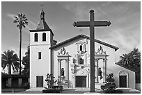 Cross and Mission Santa Clara de Asis, early morning. Santa Clara,  California, USA (black and white)