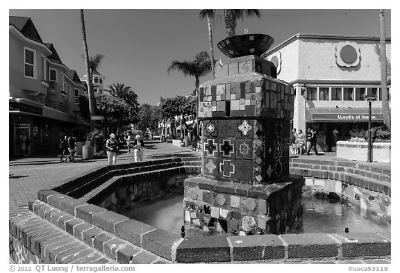 Fountain, Avalon Bay, Santa Catalina Island. California, USA (black and white)