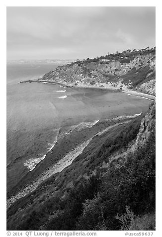 Cove and bluffs, Rancho Palo Verdes. Los Angeles, California, USA (black and white)