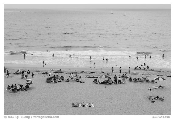Beachgoers from above, Redondo Beach. Los Angeles, California, USA (black and white)
