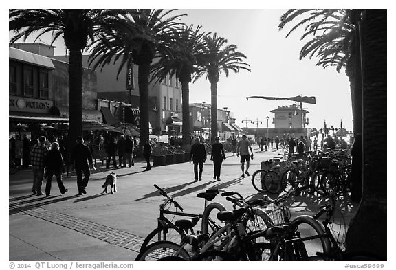Plaza next to pier in late afternoon, Hermosa Beach. Los Angeles, California, USA (black and white)