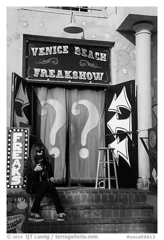 Freak Show, Ocean Front Walk. Venice, Los Angeles, California, USA (black and white)