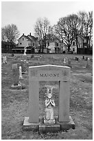 Tomb with small statue and arch. Salem, Massachussets, USA ( black and white)