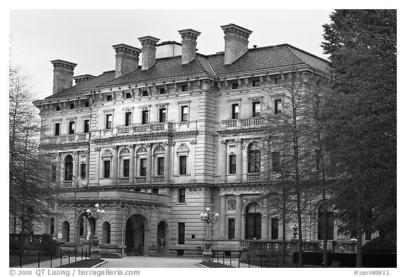 Breakers mansion, largest in Newport, at dusk. Newport, Rhode Island, USA (black and white)