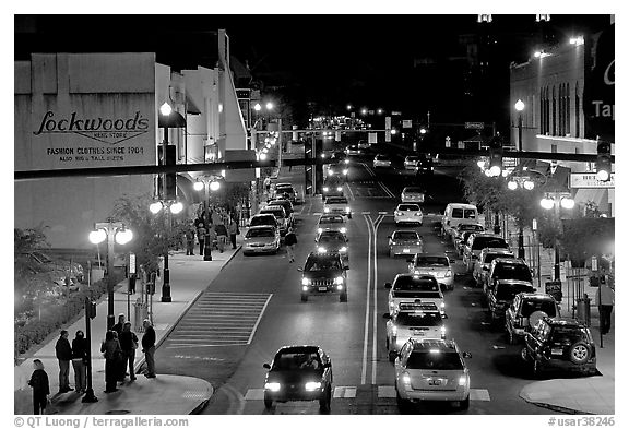 Central avenue with lots of cars and pedestrican on street. Hot Springs, Arkansas, USA
