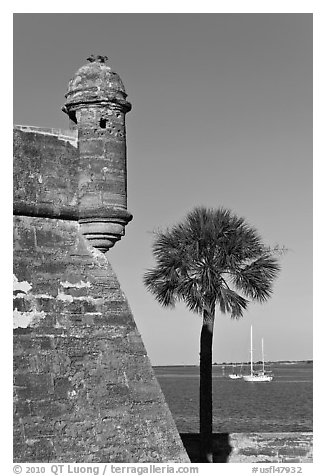 Corner bastion of the Spanish built fort and walls made of coquina masonry units. Castillo de San Marcos National Monument. St Augustine, Florida, USA (black and white)