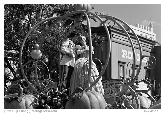Cinderalla and prince characters on parade float. Orlando, Florida, USA (black and white)