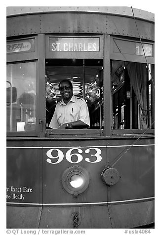 Saint-Charles tramway, Garden District. New Orleans, Louisiana, USA