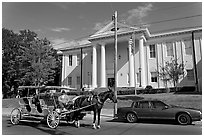 Horse carriage in front of the courthouse. Natchez, Mississippi, USA (black and white)