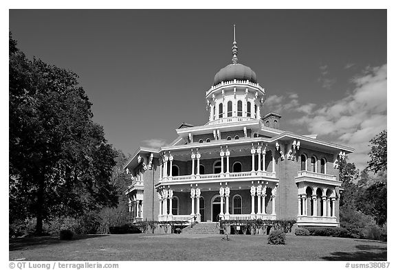 Longwood, an unfinished mansion with an octogonal shape. Natchez, Mississippi, USA (black and white)