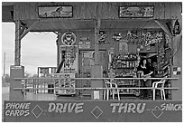 Bonnie's drive-through convenience store. Arizona, USA ( black and white)