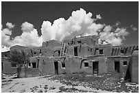 Hlaukwima. Taos, New Mexico, USA (black and white)