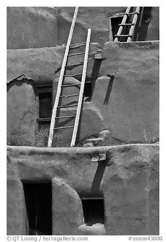 Communal houses of adobe. Taos, New Mexico, USA (black and white)