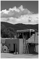Pueblo house. Taos, New Mexico, USA (black and white)