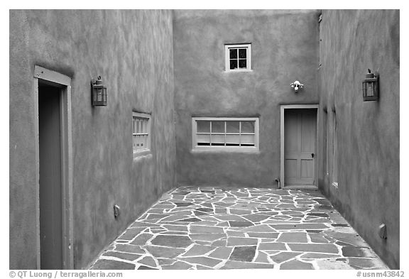 Courtyard and adobe walls. Taos, New Mexico, USA