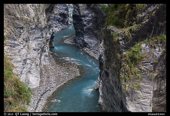 Liwu River meanders in narrow marble gorge. Taroko National Park, Taiwan (color)