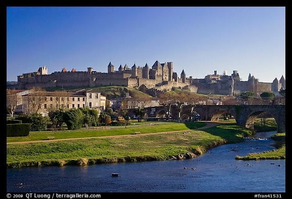 Aude River, Pont Vieux and medieval city. Carcassonne, France