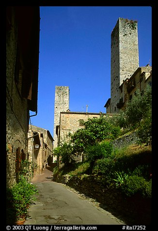 Street dominated by medieval towers. San Gimignano, Tuscany, Italy