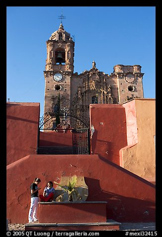 Girls in front of La Valenciana church, late afternoon. Guanajuato, Mexico