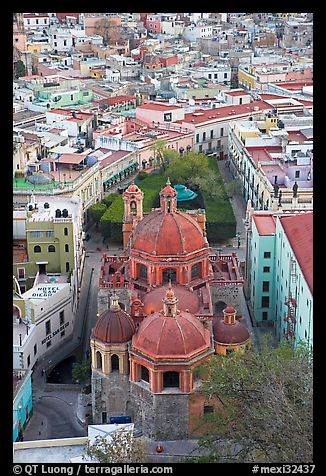Church of San Diego and Jardin de la Union. Guanajuato, Mexico