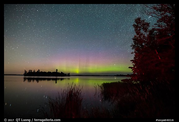 Northern Lights, Bittersweet Island, Kabetogama Lake. Voyageurs National Park (color)