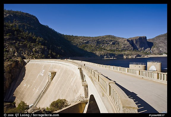 O'Shaughnessy Dam and Hetch Hetchy Reservoir. Yosemite National Park (color)