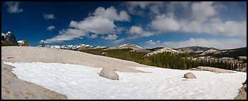 Tuolumne Meadows, neve and domes. Yosemite National Park (Panoramic color)