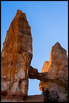 Box-shaped Tower Bridge. Bryce Canyon National Park ( color)